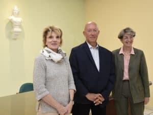 3 personnes : PMadame le Maire de Digne-les-Bains, le Médiateur Communal, l'Adjointe au Maire déléguée à la Démocratie participative